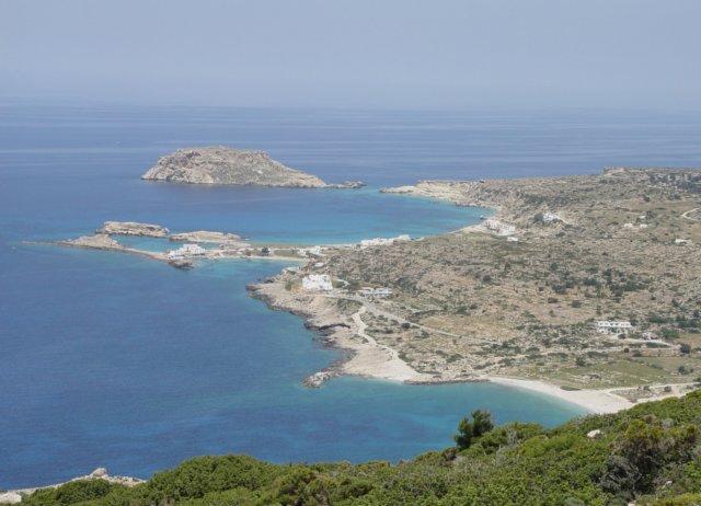 Overzicht op de baai van lefkos karpathos griekenland - Planter uitzicht op de baai ...