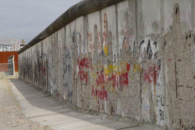 Resten van de berlijnse muur in de bernauerstrasse zijde west berlijn - Muur van de ingang ...